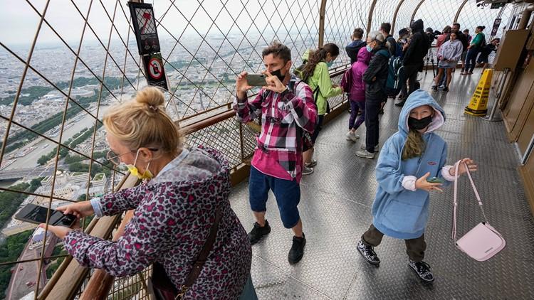 EU takes US off safe travel list; backs travel restrictions