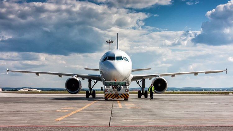 Start-up US airlines say bookings sag as COVID cases rise