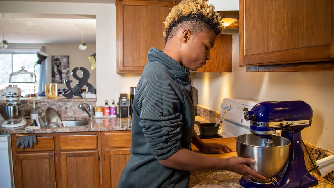 At 11, he started a baking company that gives free desserts to people in need