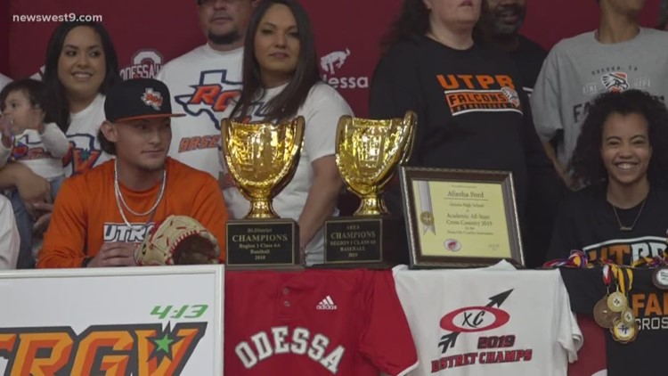 Two Bronchos sign to colleges