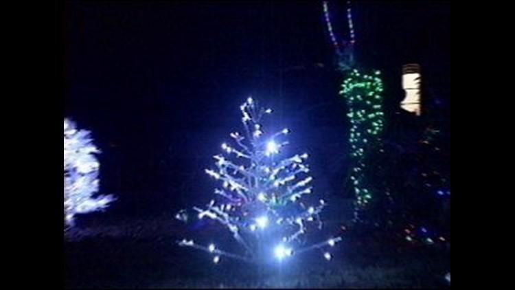 Christmas Light Show Near Me.Midland Man Displays High Tech Christmas Light Show On His