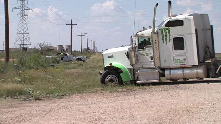 18-Wheeler Clips Truck in Midland