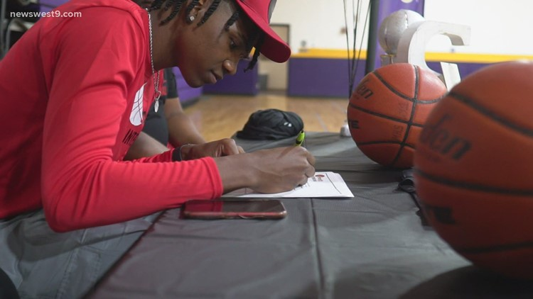 Midland High basketball star Niko Smith signs national letter of intent