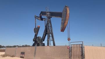 Diamondback reduces activity, plans to drop three drilling rigs
