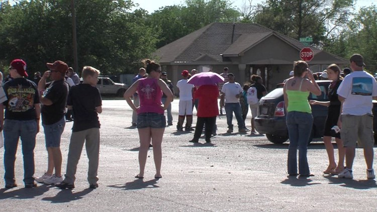 Spectators Cause Headaches For Officials During Standoff in Odessa