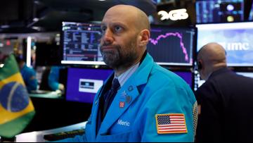 US stocks close sharply higher at end of Monday trading