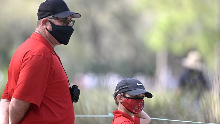 Golfers honor Tiger Woods in red